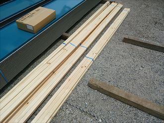 足立区の工場屋根葺き替え工事、木材の様子