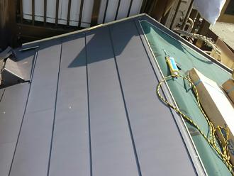 荒川区で横暖ルーフへ屋根葺き替え工事、ガルバリウム鋼板屋根材横暖ルーフハイブリッド