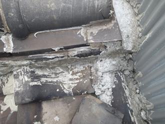 荒川区で横暖ルーフへ屋根葺き替え工事、間違った施工での雨漏り