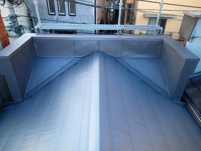 荒川区で横暖ルーフへ屋根葺き替え工事の施工後