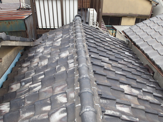 荒川区で横暖ルーフへ屋根葺き替え工事、問題が多そうな屋根の状態