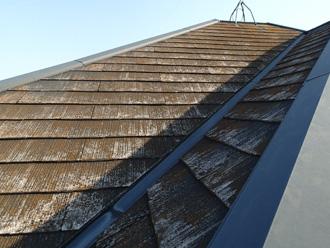 新宿区 屋根カバー工法前の点検 屋根材が劣化している
