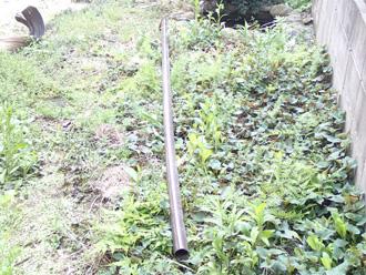 新宿区で外れた竪樋の補修前点検の様子