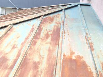 板橋区で屋根葺き替え工事が必要な状態の屋根の点検