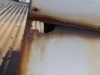 品川区 雨漏り調査 腐食した金属部分