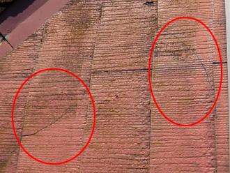 豊島区 屋根カバー工法前の点検 スレートがひび割れしている