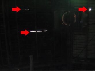品川区 雨漏り調査 屋内から見ると光が漏れている