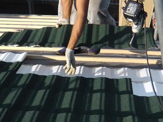 新宿区でD'sルーフィングを使った屋根葺き替え 屋根材設置