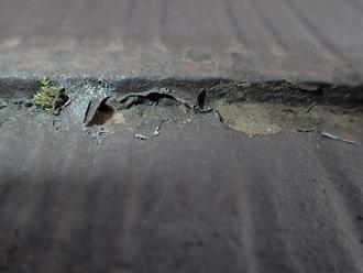 立川市のスレート屋根点検、縁切り不足による雨漏り