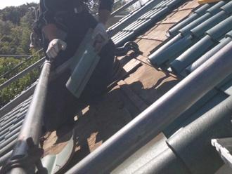 墨田区 屋根葺き替え工事 屋根材を外して地上まで下ろす