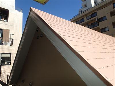 屋根と破風板と外壁