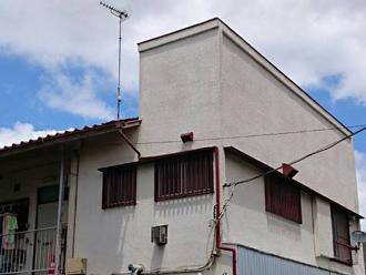 江戸川区のアパート屋根葺き替え工事の点検の様子、外観写真