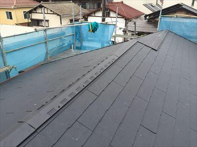 江東区でパラペットの屋根葺き替え工事、ガルバリウム波板設置完了