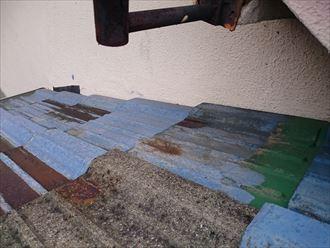 墨田区でパラペットの屋根葺き替え工事、差し替えられている瓦