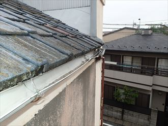 荒川区で横暖ルーフへ屋根葺き替え工事、雨樋の様子