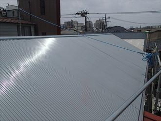 墨田区でパラペットの屋根葺き替え工事、ガルバリウム波板設置完了