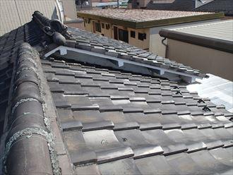 江東区でパラペットの屋根葺き替え工事の施工前写真