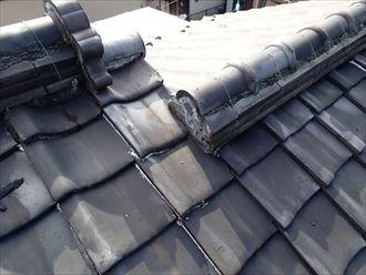 江東区で瓦屋根からコロニアルクァッドへ屋根葺き替え、段違い屋根の棟