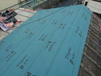 葛飾区|雨漏り発生に伴いラバーロック工法を施工した瓦をコロニアルへ葺き替え、防水紙の設置