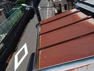 葛飾区|雨漏り発生に伴いラバーロック工法を施工した瓦をコロニアルへ葺き替え、下屋根の状態