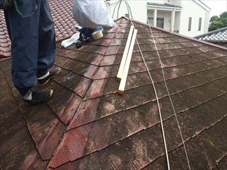 濡れた屋根面