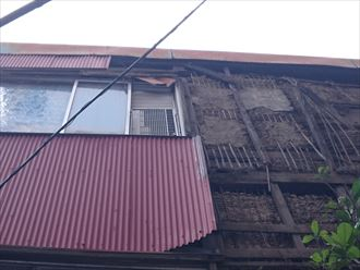 中央区|台風によるトタン波板の剥がれを応急処置