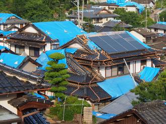 地震で被災した瓦屋根