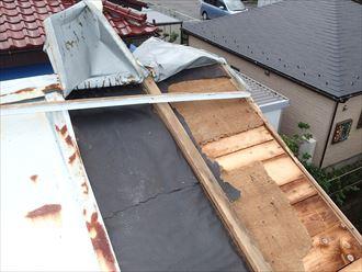 台風でめくれた屋根
