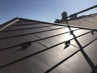 荒川区で高対候塗装仕様スーパーガルテクトフッ素で屋根カバー工事終了いたしました