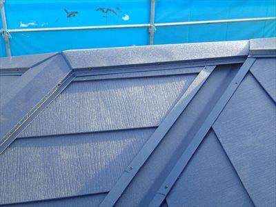 複雑な屋根の絡み合いもシッカリ施工