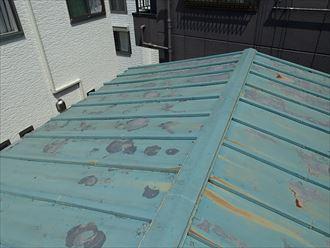 塗膜の剥がれたトタン屋根2