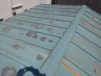 荒川区のお客様はトタン屋根の塗装の剥がれでお困りでした