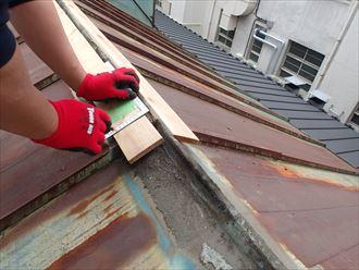 千代田区で雨の前に棟板金交換工事間に合いました