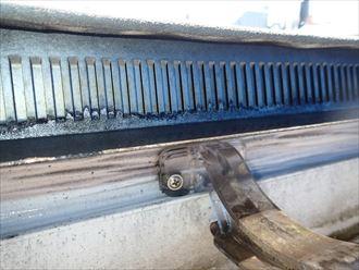 台東区で外壁汚れと樋の関係を調査しながら外壁汚れ洗浄