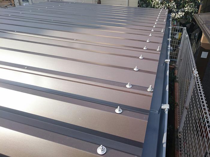 渋谷区|倉庫の傷んだ折板屋根を重ね葺き(屋根カバー工法)
