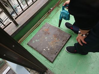避難梯子板金の腐食