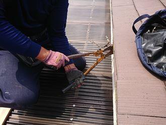 樋吊り金具の切断