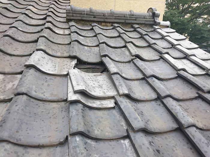 渋谷区で瓦のずれから雨漏り発生!部分的な屋根葺き直し工事で改善いたしました
