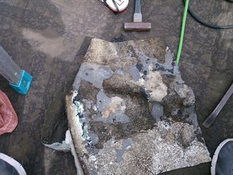 八王子市 バルコニーの床の防水工事 床材を撤去