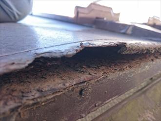 立川市で経年によって錆びたトタン屋根を葺き替え工事で刷新