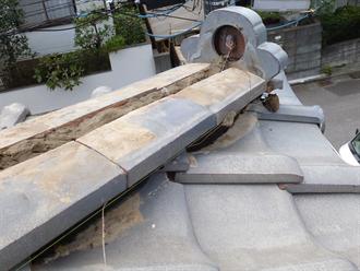 国分寺市で鬼瓦の落下に伴い棟の取り直しと漆喰詰め直し工事をご提案