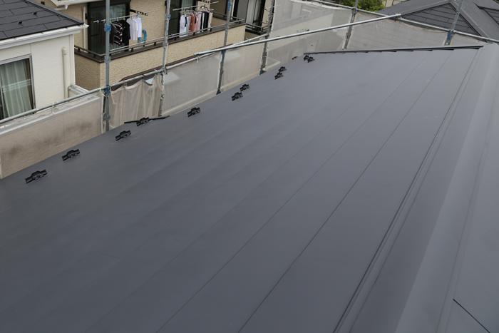 八王子市 横段ルーフきわみを使った屋根カバー工法完了