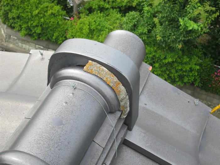 漆喰の剥がれが雨漏りの原因