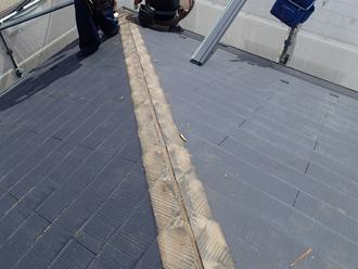 八王子市 屋根カバー工法に不要な棟板金を外す
