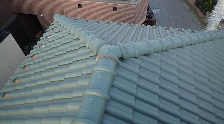 セメント瓦の屋根