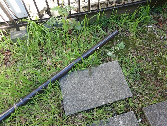 折れた竪樋