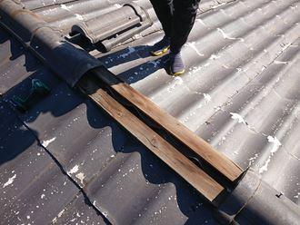 板橋区でかわらU撤去後に屋根カバー工事を行うお客様の工事前下地調査を実施