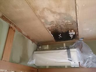 腐食した天井