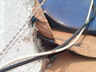 三鷹市で屋根からの雨漏りで室内の天井に染みが出来たので、屋根と一緒に直します