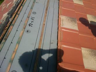 多摩市 屋根葺き直し 防水紙を取り付け